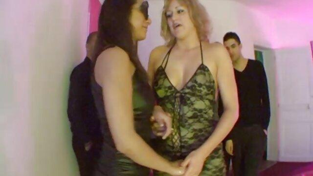 Chica gorda es follada tontamente por un peliculas insesto español bastardo calvo