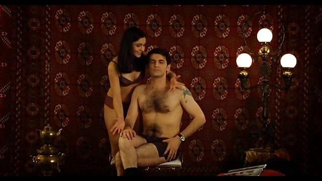 Rubia amateur novia pussyfucks en sofá película completa de porno en español
