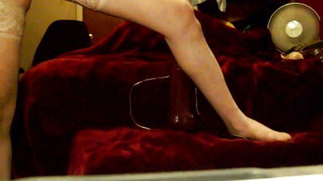 Hermosa ver porno en vivo en español milf tatuada Kayla Green es atada y follada