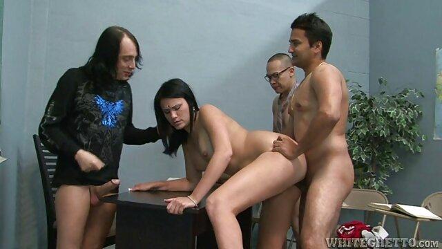 Ella dijo que quería mostrarle cómo ver peliculas porno en castellano funcionaba su nuevo vibrador.